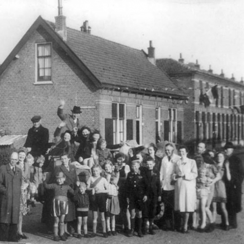 The Snapper and de Hartog families pose together after liberation in Naaldwijk